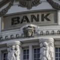 銀行が手数料バカ高い投資信託を売るのは当然のことである。自分の資産は自分で守れるようにしよう
